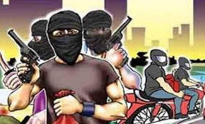 बिहार के गया में पेट्राल पम्प से लूटे दो लाख