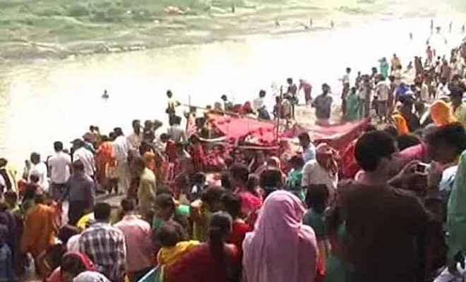 नेपाल में बड़ी संख्या में हिंदू श्रद्धालुओं ने किया पवित्र स्नान