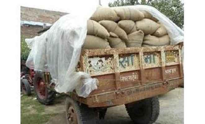 आपूर्ति विभाग का 28 बोरा चावल लदा वाहन जब्त