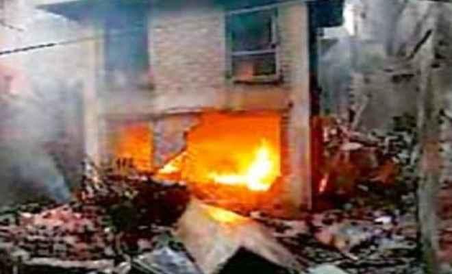 व्यवसायी के घर पर बम से हमला