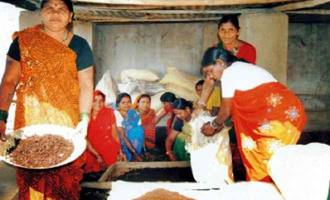 जैविक खाद का उत्पादन कर आत्मनिर्भर हो रही हैं देवरिया की महिलायें