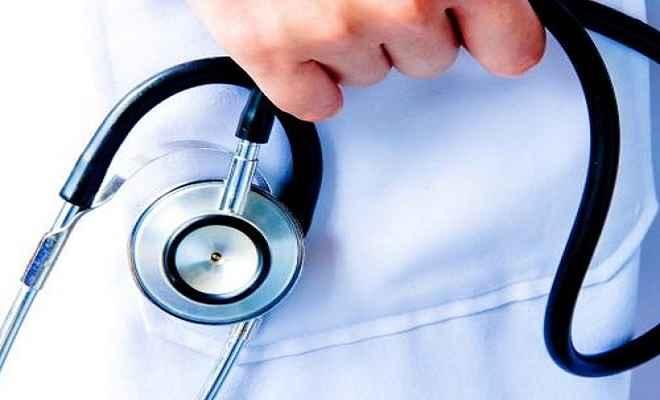 डॉक्टर की पिटाई से गुस्साए चिकित्सक हड़ताल पर