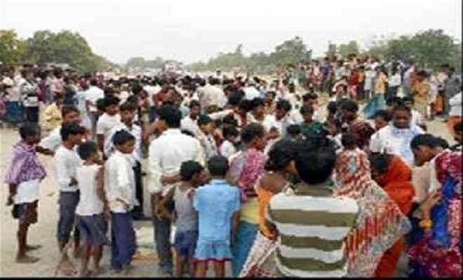 छपरा-पटना मार्ग को ग्रामीणों ने किया जाम