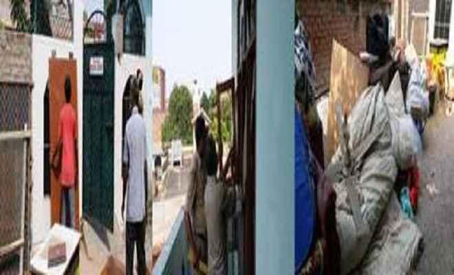अवैध बिल्डिंग हादसे में 10 मजदूरों की मौत के आरोपी सपा नेता के घर की कुर्की