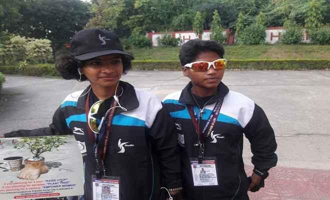 श्रेष्ठ नागरिक बनाने के अभियान पर साइकिल से निकलीं दो साहसिक लड़कियां