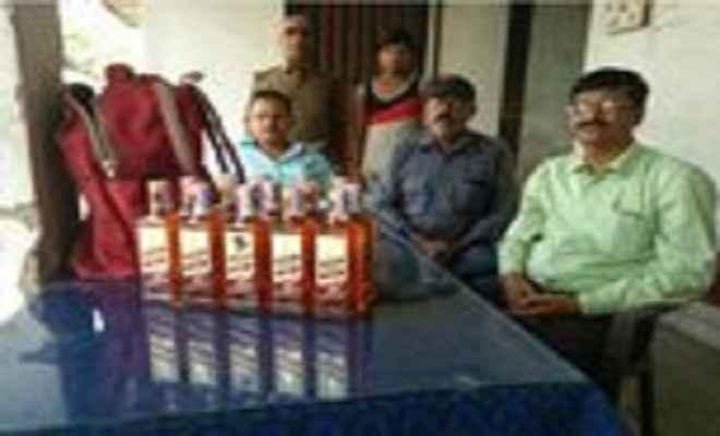 शराब की 14 बोतलें जब्त, एक कारोबारी गिरफ्तार