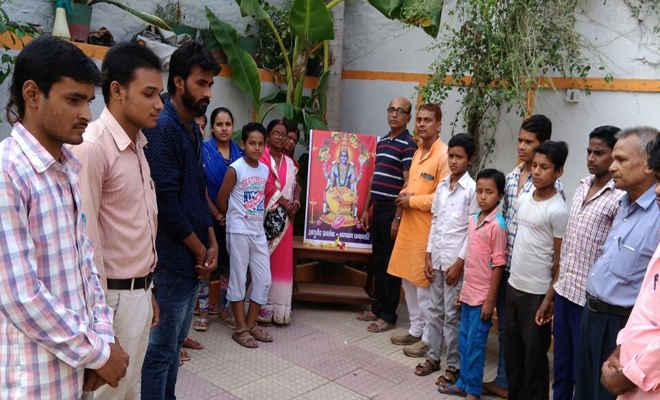 धन्वंतरि जयंती पर आरती सह दीपदान कार्यक्रम आयोजित