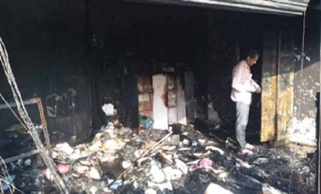पटाखे की आग से तीन लाख की सम्पत्ति खाक