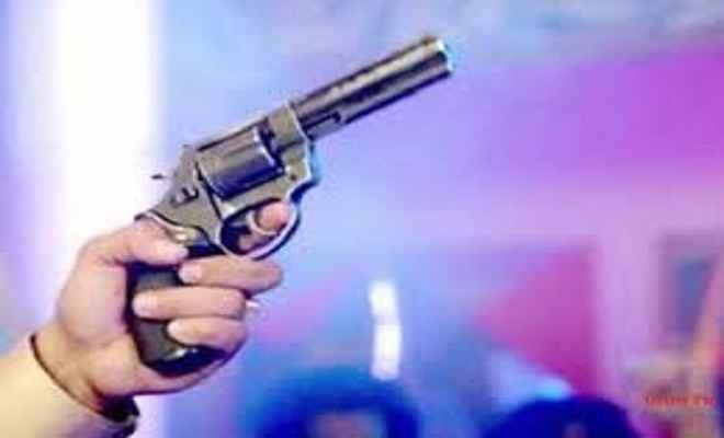 अपराधियों ने वाहन चालक की गोली मारकर हत्या की