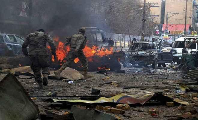 पाकिस्तान में ग्रेनेड हमला, 38 घायल