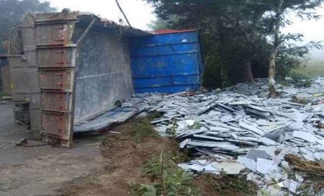 सांगली में ट्रक पलटा, 11 मजदूरों की मौत, 22 घायल