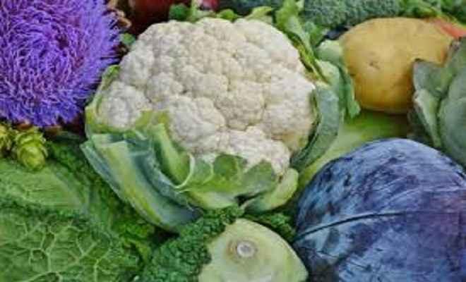 आसमान छूती महंगाई के चलते थाली में नहीं दिख रही सब्जियां