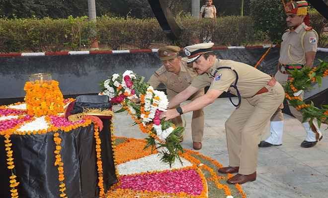 पुलिस स्मृति दिवस के मौके पर आरपीएफ जवानों को दी श्रद्धांजलि