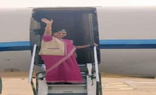 सुषमा स्वराज बांग्लादेश की दो दिवसीय यात्रा पर रवाना