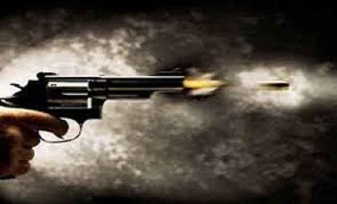शहर के हवाई अड्डे के पास अपराधी की गोली मारकर हत्या