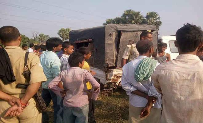 बेतिया में ग्रामीणों ने पकड़ा पिकअप पर लदा पीडीएस का 23 बोरा चावल, चालक फरार