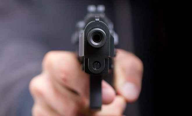 रुपये के लेन-देन को लेकर बदमाशों ने होटल के बाहर चलाई गोली