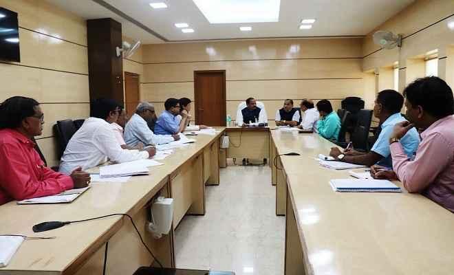 विकास के लिए व्यावसायिक तरीके से करें काम : रघुवर दास