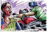 बाइक सवार बदमाशों ने महिला के 47 हजार रुपये झपटे, छीनाझपटी में हुई घायल