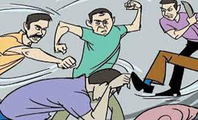 आपसी विवाद में शुरू हो गई मारपीट, छ: लोग घायल