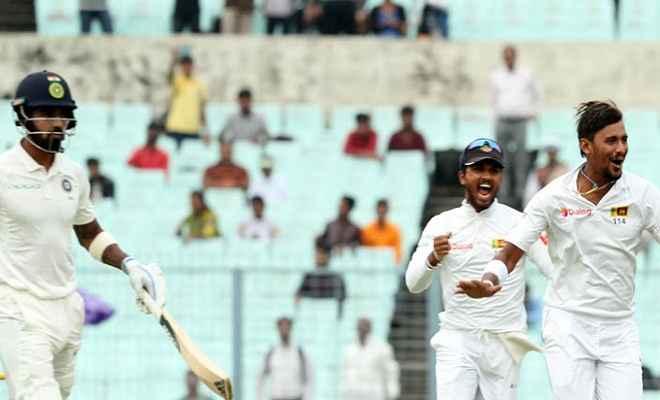 कोलकाता टेस्ट : भारत ने खोया राहुल का विकेट, दो विकेट पर 200 रन