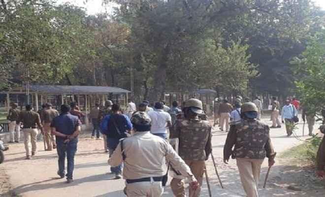 कांग्रेसियों का प्रदर्शन, पुलिस ने छोड़े आसू गैस के गोले-भांजी लाठियां, कई कांग्रेसी घायल