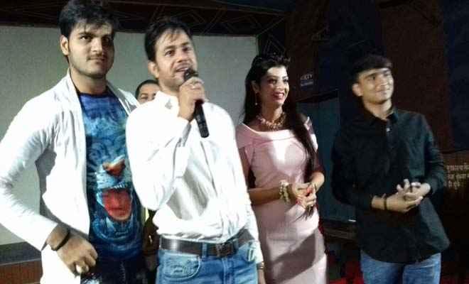 भोजपुरी फिल्म 'रब्बा इश्क़ ना होवे' के प्रमोशन को नाज सिनेमा पहुंचे सुपर स्टार  कल्लू