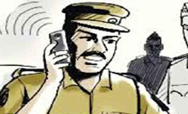 कुणाल सिंह के शागिर्द राम सिंह को दबोचने में हरैया व आदापुर थानाध्यक्षों को एसपी ने दिए पारितोषिक