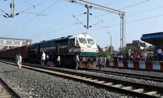माल ट्रेन का इंजन फेल, ठप रहा ट्रेनों का परिचालन