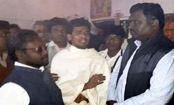 चहारदीवारी में दबकर मरे लोगों के परिजनों से मिले मंत्री