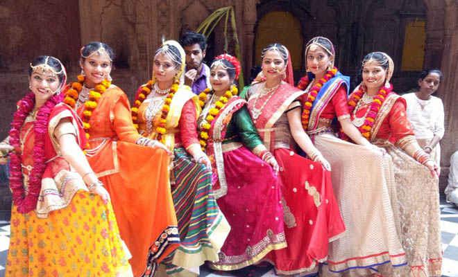 प्राकट्य महोत्सव में रागिनी के नृत्य से भावविभाेर हुए भक्तजन