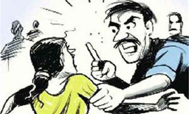 कुछ लोग जो खुद को समझ बैठे खुदा, नरकटियागंज में महिला के काटे बाल व किसान के कान, की खम्भे में बांध पिटाई