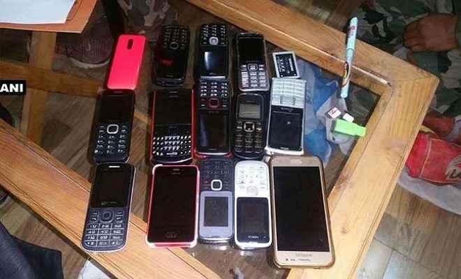 जेल में छापा, मोबाइल सहित कई सामान बरामद