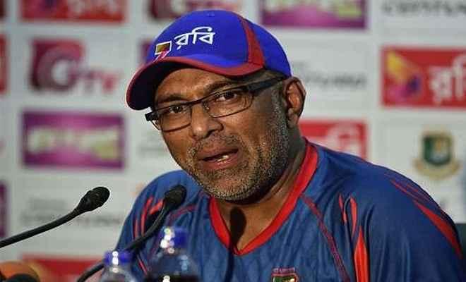 श्रीलंकाई क्रिकेट टीम के नये मुख्य कोच बने चंडिका हथुरुसिंघा