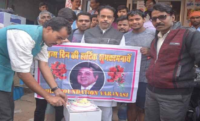 प्रशंसकों ने धूमधाम से मनाया दिलीप कुमार का जन्मदिन, भारत रत्न देने की मांग