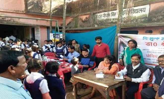 रेडक्रॉस सोसायटी ने स्कूल में लगाया स्वास्थ्य शिविर