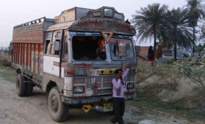 मोतिहारी के चंद्रहिया में ट्रक की ठोकर से वृद्ध की घटना स्थल पर मौत