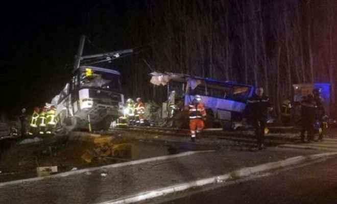 फ्रांस में ट्रेन और बस की टक्कर में 4 स्कूली बच्चों की मौत
