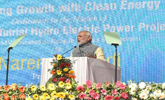 गरीबों की जिंदगी में उजाला आए : प्रधानमंत्री
