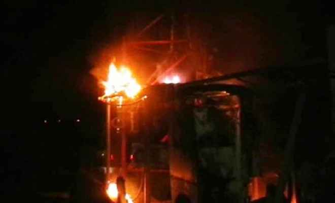 रिहायशी इलाके के मोबाइल टावर में लगी भीषण आग