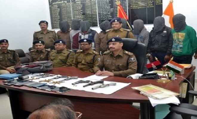 विशेष पुलिस टीम ने पांच लुटेरों को किया गिरफ्तार
