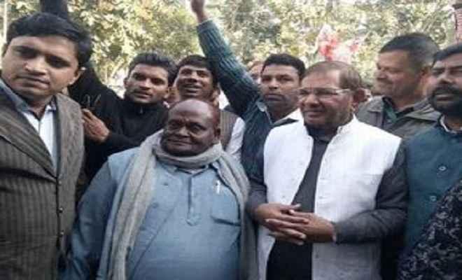 असमय महागठबंधन तोड़कर नीतीश ने बिहार की जनता का अपमान किया: शरद यादव
