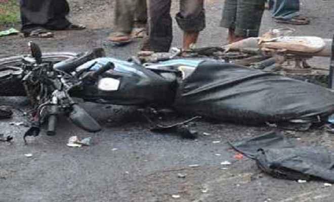 पेड़ से टकराई मोटरसाइकिल, दो की मौत