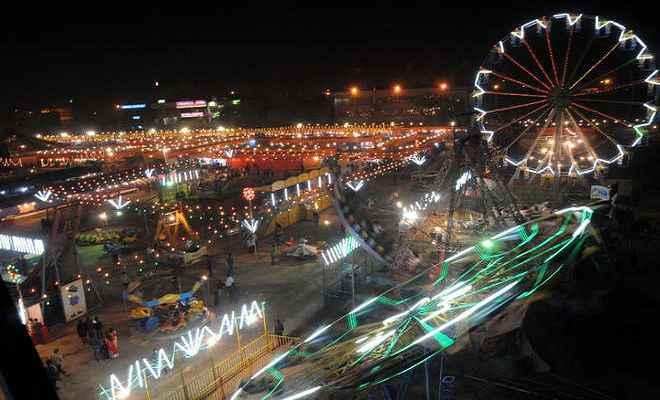 पटना के लोगों के लिए शॉपिंग का नया ठिकाना बना 'सरस मेला'