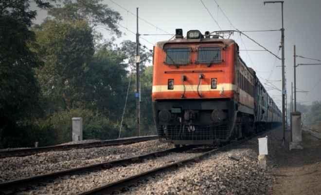 ट्रेन की चपेट में आकर अज्ञात की मौत