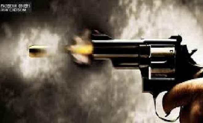 लुटेरों ने मारी गोली, नकदी और बाइक लूटा