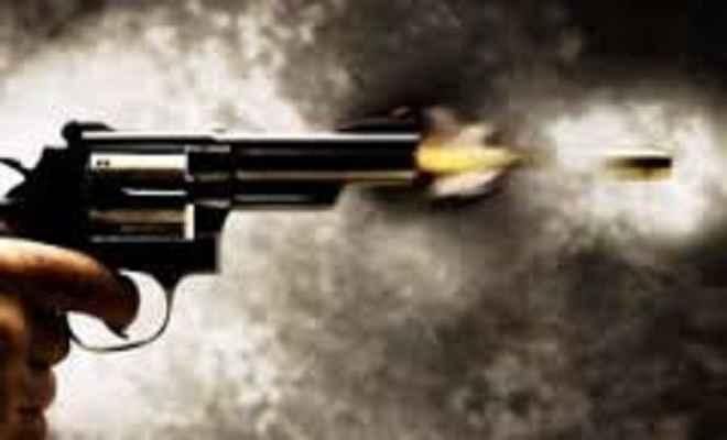 गोली लगने से पुत्री की मौत, पिता घायल