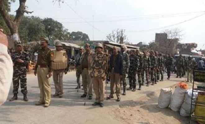 एसएसबी और स्थानीय पुलिस ने किया फ्लैग मार्च