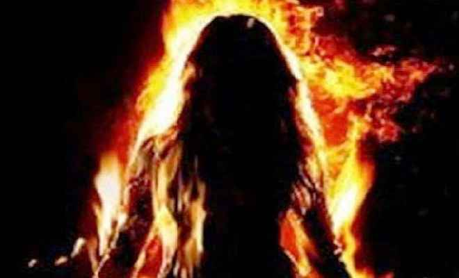 महिला को डायन बताकर जिंदा जलाया