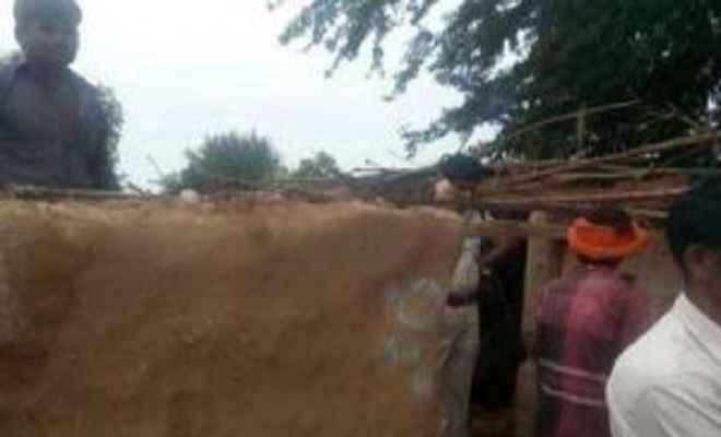 बिहार में मिट्टी धंसने से 4 की मौत